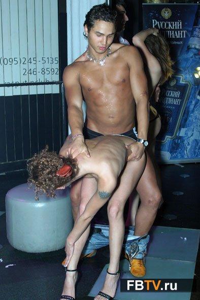 lesbiyanki-sosut-siski-drug-u-druga